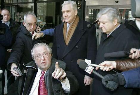 Lawyer Edward Genson, Conrad Black and Lawyer Edward Greenspan outside Chicago courthouse