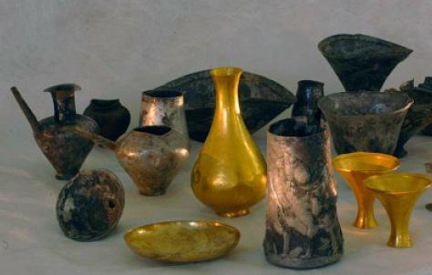 """Beautiful Vintage Porcelain Bouray Paris 4/"""" Cabinet Vase"""
