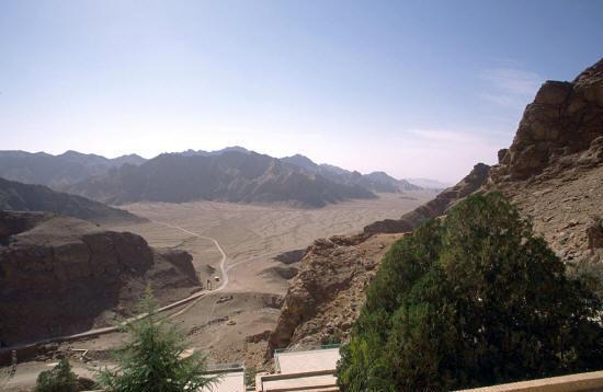 chak-chak-view-mountains-temple